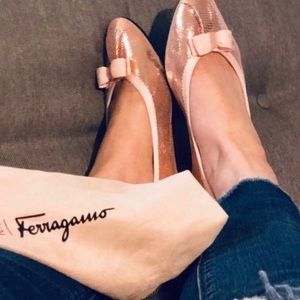 Light pink metallic Salvatore Ferragamo flats